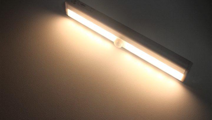 JPSTAR 電池式LEDライト【リモコン付属で遠隔操作可能】